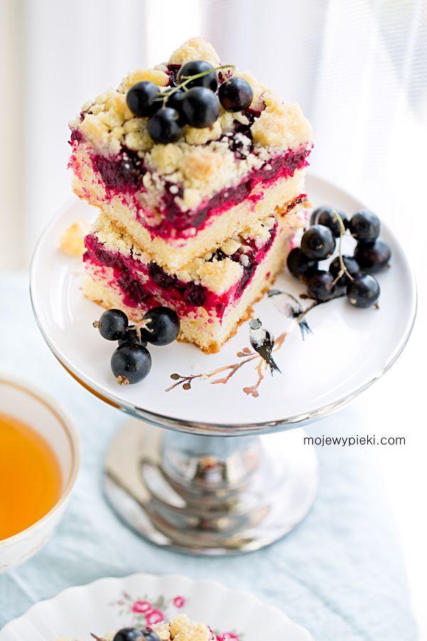 Ciasto z czarną porzeczką i kruszonką