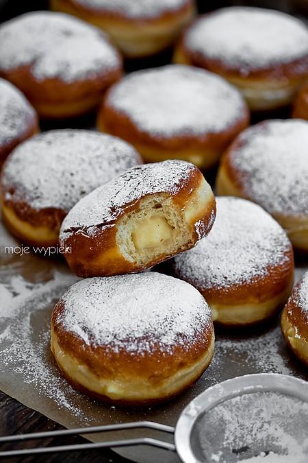Bomboloni - włoskie pączki z kremem budyniowym