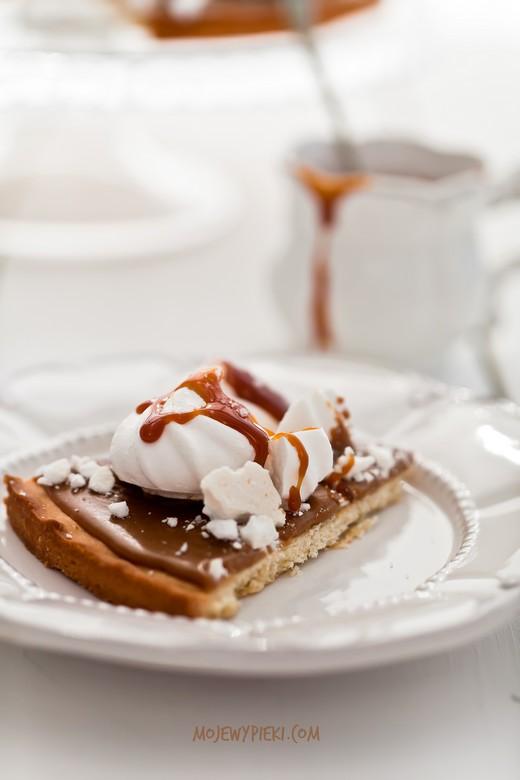 mazurek kawowy z bezami i solonym karmelem