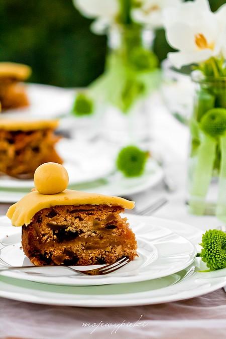 Simnel cake - angielskie ciasto wielkanocne z marcepanem